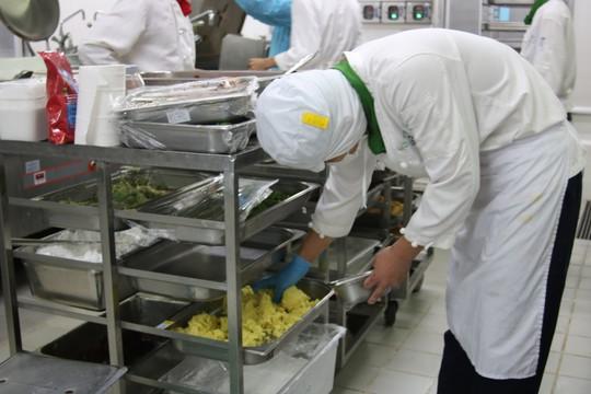 Khám phá bếp ăn đặc biệt làm 22.000 suất ăn/ngày cho các chuyến bay - ảnh 33