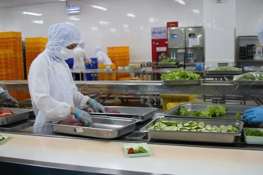 Khám phá bếp ăn đặc biệt làm 22.000 suất ăn/ngày cho các chuyến bay - ảnh 35
