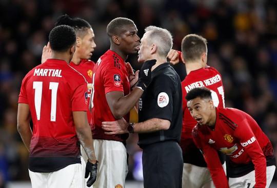 Nghi án trọng tài Atkinson tiếp tay loại Man United ở FA Cup? - Ảnh 3.
