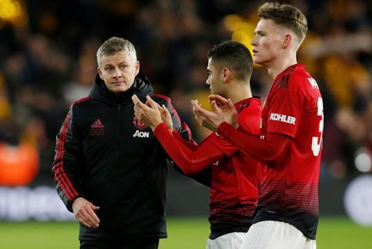 Nghi án trọng tài Atkinson tiếp tay loại Man United ở FA Cup? - Ảnh 8.