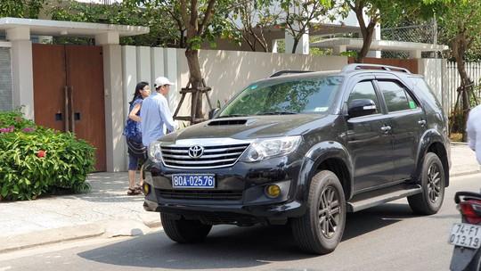 Khởi tố, khám xét nhà nguyên phó chủ tịch Đà Nẵng Nguyễn Ngọc Tuấn - Ảnh 2.