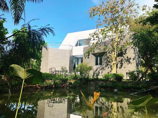 Nhà vườn đẹp như châu Âu của ca sĩ Cao Thái Sơn - Ảnh 1.