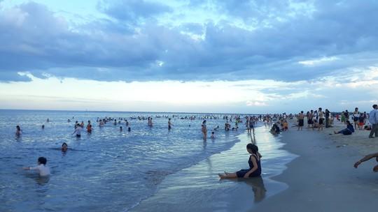 Đi tắm biển, nữ sinh viên bị sóng cuốn trôi tử vong - ảnh 1