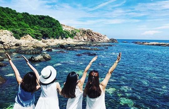 10 mẹo làm đẹp mùa du lịch ai cũng cần ghi nhớ - Ảnh 1.