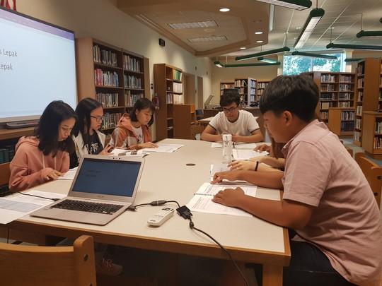 NHG trao hơn 1.000 suất học bổng quốc tế cho học sinh - sinh viên - Ảnh 2.