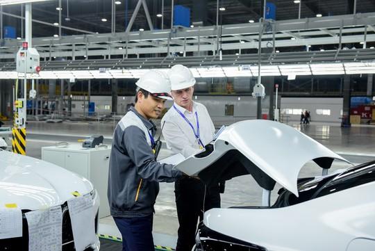 VinFast đưa 155 ô tô Lux ra nước ngoài kiểm thử - Ảnh 2.