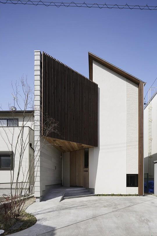 Xoay 45 độ tránh nắng, căn nhà kiểu Nhật được khen hết lời - Ảnh 1.
