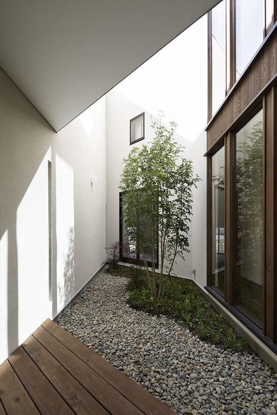Xoay 45 độ tránh nắng, căn nhà kiểu Nhật được khen hết lời - Ảnh 2.
