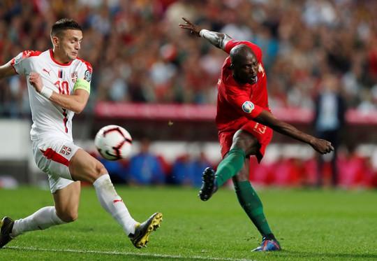 Ronaldo nghỉ chơi sớm, Bồ Đào Nha hòa thót tim sân nhà - Ảnh 6.