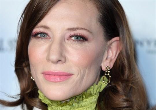 6 bước trang điểm mắt đơn giản giúp phái đẹp ăn gian tuổi - Ảnh 5.