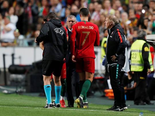 Ronaldo nghỉ chơi sớm, Bồ Đào Nha hòa thót tim sân nhà - Ảnh 5.