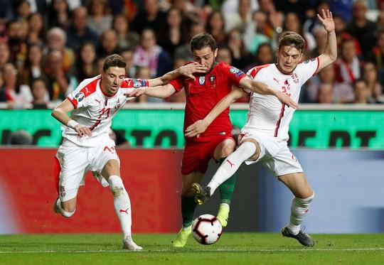 Ronaldo nghỉ chơi sớm, Bồ Đào Nha hòa thót tim sân nhà - Ảnh 7.