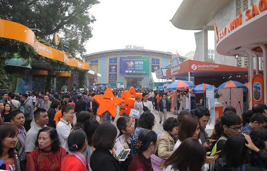 Cả ngàn người xếp hàng mua vé máy bay, tour giá rẻ tại hội chợ du lịch - Ảnh 4.