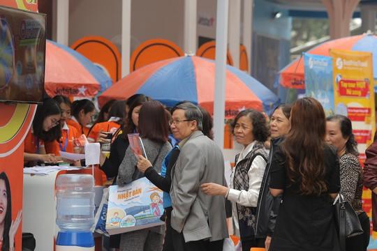 Cả ngàn người xếp hàng mua vé máy bay, tour giá rẻ tại hội chợ du lịch - Ảnh 3.