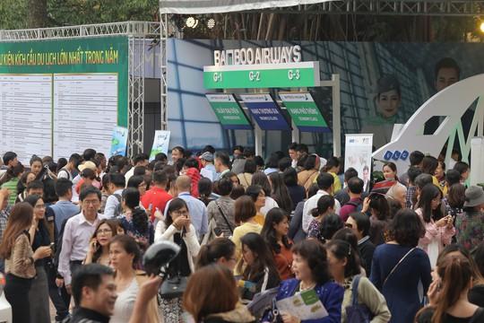 Cả ngàn người xếp hàng mua vé máy bay, tour giá rẻ tại hội chợ du lịch - Ảnh 5.