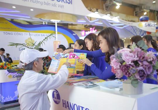 Cả ngàn người xếp hàng mua vé máy bay, tour giá rẻ tại hội chợ du lịch - Ảnh 9.