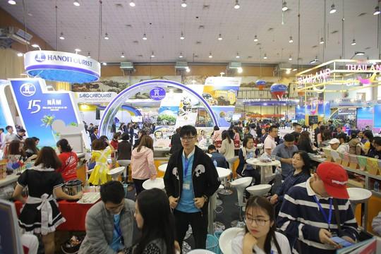 Cả ngàn người xếp hàng mua vé máy bay, tour giá rẻ tại hội chợ du lịch - Ảnh 7.