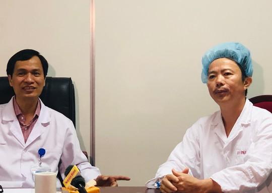 Bệnh nhân hát trên bàn mổ khi bác sĩ đang nạo vét u não - ảnh 2