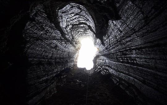 Ngất ngây với hang muối dài nhất thế giới - Ảnh 1.