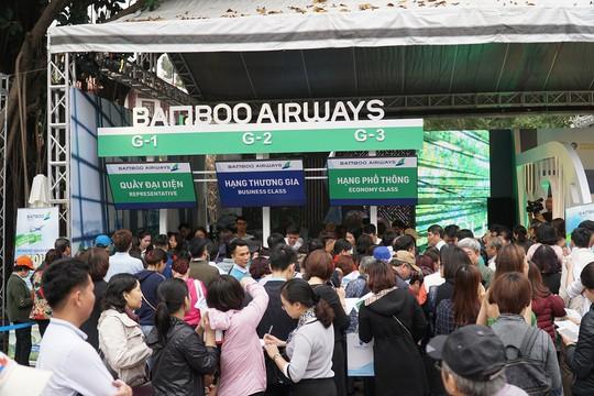 Xếp hàng săn vé máy bay và combo du lịch trọn gói của Bamboo Airways - Ảnh 1.