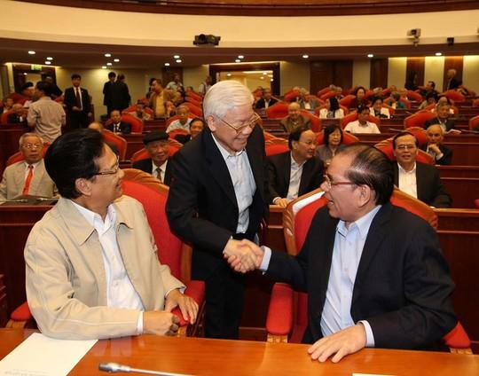 Ban Bí thư Trung ương Đảng gặp mặt cán bộ lãnh đạo nghỉ hưu - Ảnh 1.