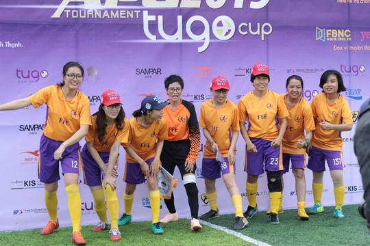 Tháng 3, các cô gái văn phòng chơi bóng đá phủi - ảnh 6