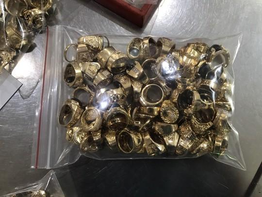 Nhận lại 5 tỉ và 225 lượng vàng, nữ chủ tiệm trích một khoản làm từ thiện - Ảnh 3.