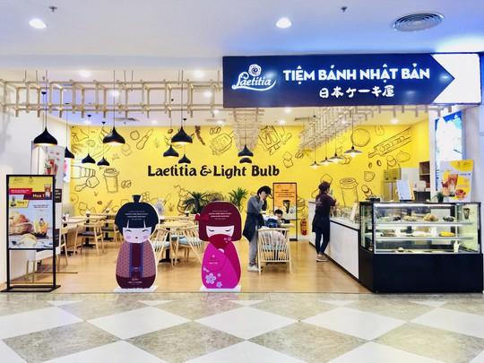 Bánh kem và trà sữa Laetitia & LightBulb hạ gục du khách tại lễ hội Hoa anh đào Nhật Bản - Ảnh 3.