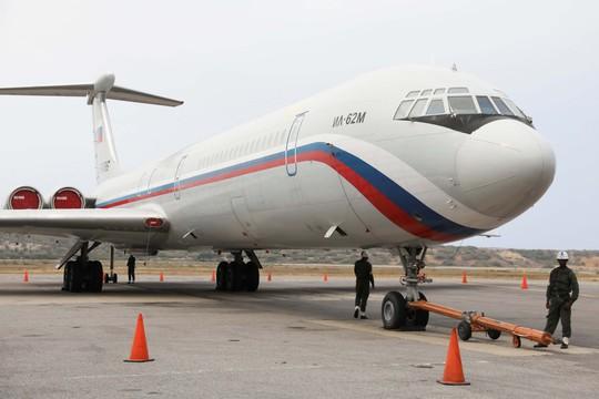Nga - Mỹ cảnh báo nhau về Venezuela - Ảnh 1.
