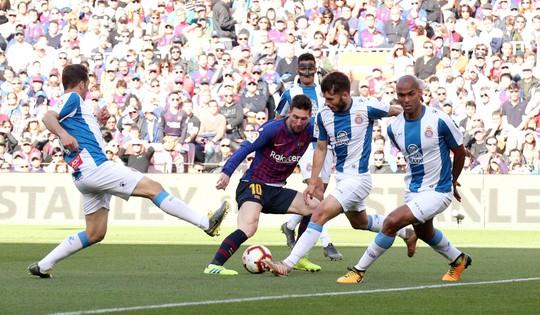 Sao Trung Quốc suýt lập kỳ tích, Messi tiến sát kỷ lục sự nghiệp - ảnh 2