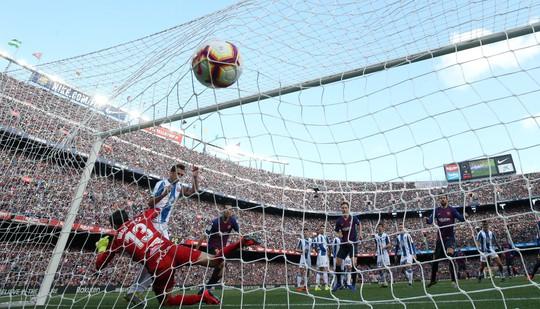 Sao Trung Quốc suýt lập kỳ tích, Messi tiến sát kỷ lục sự nghiệp - ảnh 1