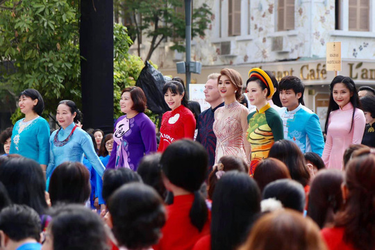 Ca sĩ Kyo York Tôi yêu áo dài Việt Nam - Ảnh 7.