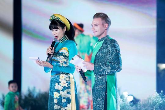 Ca sĩ Kyo York Tôi yêu áo dài Việt Nam - Ảnh 4.