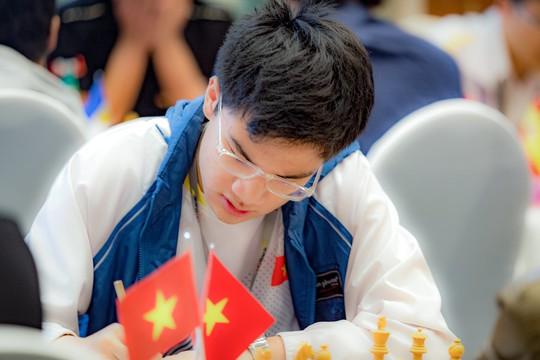 Hoa và sôcôla cho các nữ kỳ thủ, thần đồng 13 tuổi dẫn đầu HDBank - Ảnh 4.