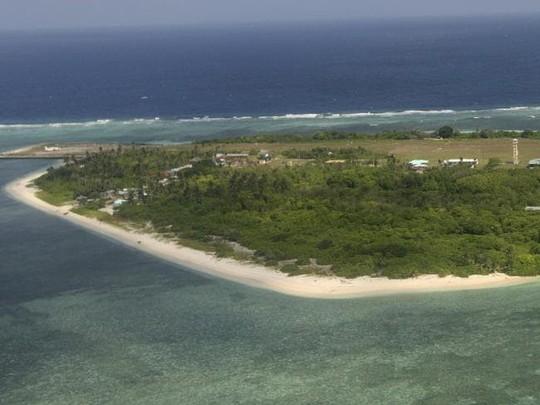 Tàu cá Trung Quốc, Philippines căng thẳng gần đảo ở biển Đông - Ảnh 1.