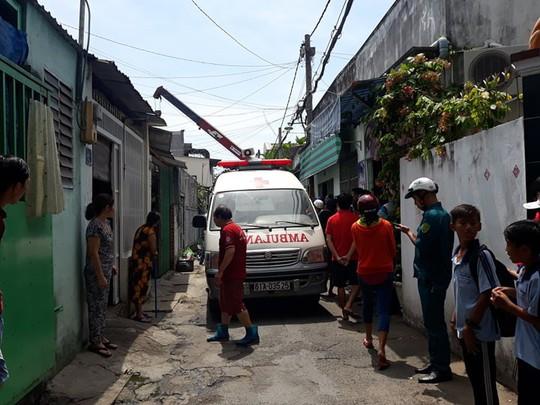 TP HCM: 1 người bị tường nhà đổ sập đè tử vong thương tâm - Ảnh 1.
