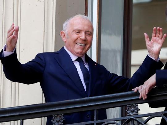 Đường lập nghiệp của tỷ phú giàu thứ hai nước Pháp - Ảnh 2.