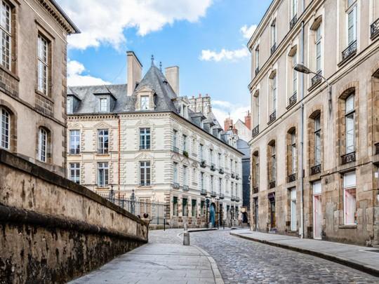 Đường lập nghiệp của tỷ phú giàu thứ hai nước Pháp - Ảnh 8.