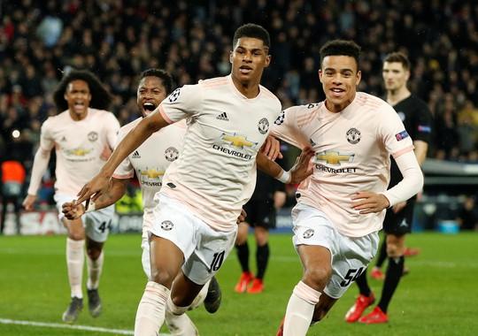 Báo chí Anh ngợi ca Man United sau kỳ tích hạ gục PSG - Ảnh 1.