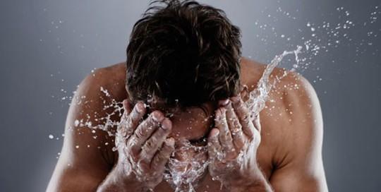 5 bí quyết dưỡng da sáng khỏe mịn màng cho nam giới - Ảnh 1.