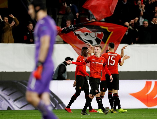Thua ngược Rennes trên đất Pháp, Arsenal mơ theo bước Man United - Ảnh 5.