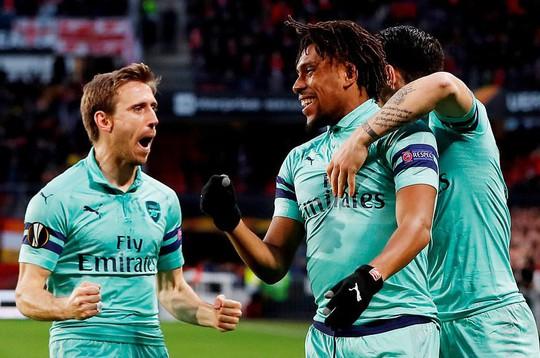 Thua ngược Rennes trên đất Pháp, Arsenal mơ theo bước Man United - Ảnh 2.