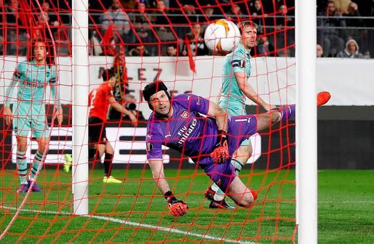 Thua ngược Rennes trên đất Pháp, Arsenal mơ theo bước Man United - Ảnh 6.