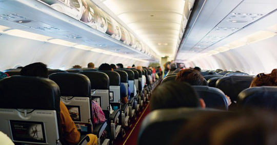 Vì sao bạn phải mở màn cửa sổ khi máy bay cất và hạ cánh? - Ảnh 2.