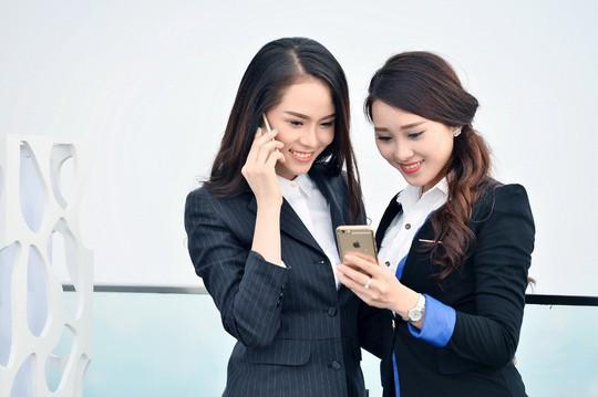 Viettel tặng thẻ Titan của Vietnam Airlines cho khách hàng nữ nhân ngày 8-3 - Ảnh 1.