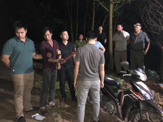 Bat giu doi tuong ra tay cuop xe om het suc manh dong