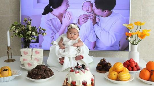 Bé gái vừa sinh ra đã trở thành trẻ 2 tuổi - Ảnh 1.