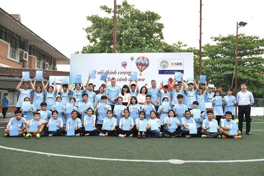 Manchester City dùng bóng đá rèn kỹ năng lãnh đạo cho trẻ em Việt Nam - Ảnh 3.