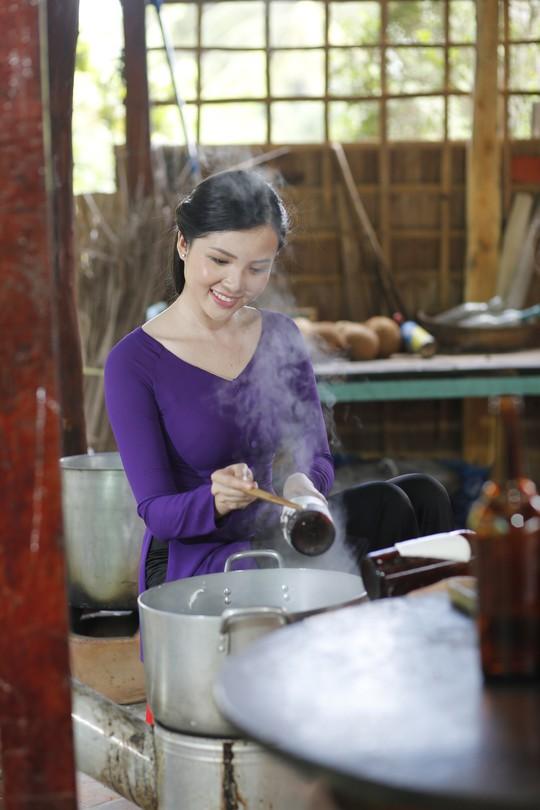 Hoa khôi Huỳnh Thúy Vi làm đại sứ lễ hội bánh dân gian Nam Bộ - Ảnh 4.