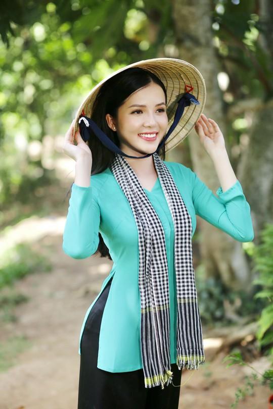 Hoa khôi Huỳnh Thúy Vi làm đại sứ lễ hội bánh dân gian Nam Bộ - Ảnh 5.